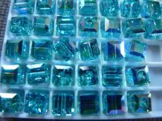 5601 kocka gyöngy 6 mm: light turquoise ab