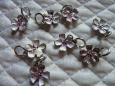 fehér-rózsaszín virág medál másodosztályú