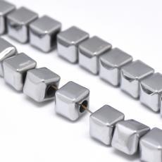 szintetikus hematit kocka 6 mm 10 db ezüst színű