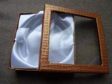 ajándékdoboz karkötőhöz: ablakos aranybarna