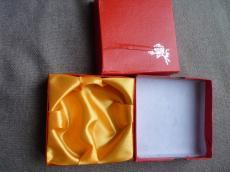 ajándékdoboz karkötőhöz: piros rózsás másodosztályú