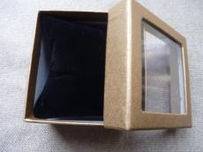 ajándékdoboz karkötőhöz: párnás ablakos metál aranybarna